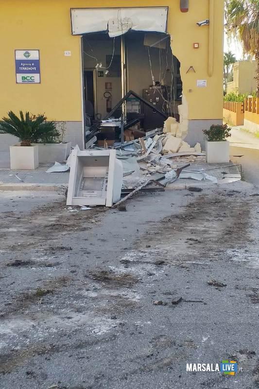 Marsala, sradicato bancomat con escavatore a Terrenove-Bambina (2)