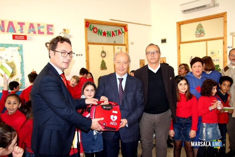 Defibrillatore donato al plesso Digerbato (1)