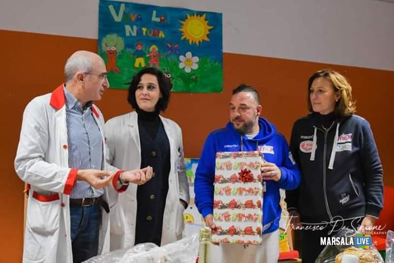 Foto assieme al personale ospedaliero
