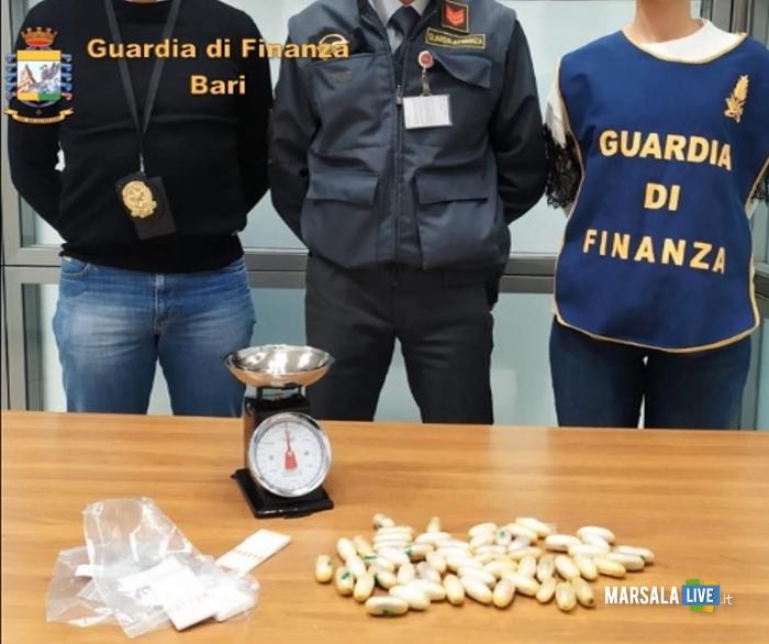 Corriere droga ingerisce 54 ovuli eroina, arrestato