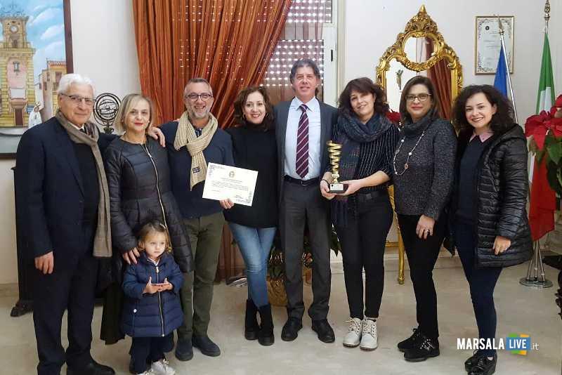consegna riconoscimento associazione Arte e Teatro_foto di gruppo 13.01.2019