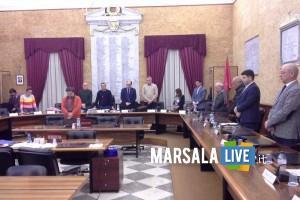 consiglio comunale minuto di silenzio Grillo