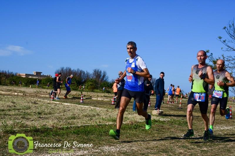 - Atl. - Enrico Grumelli in testa al gruppo durante la gara