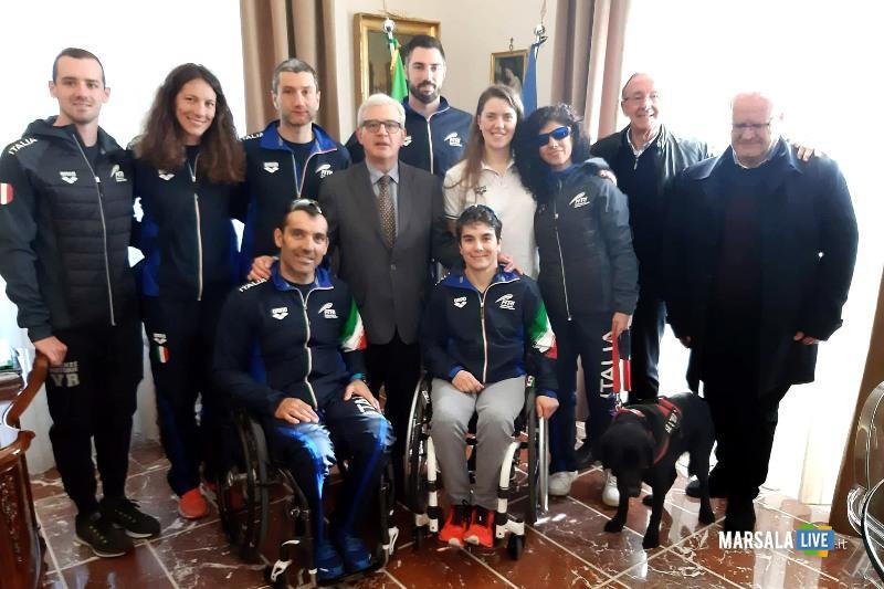 Il Prefetto Tommaso Ricciardi con la Nazionale Italiana di Paratriathlon e i Dirigenti del Panathlon Roald Vento e Ciro Beneduce