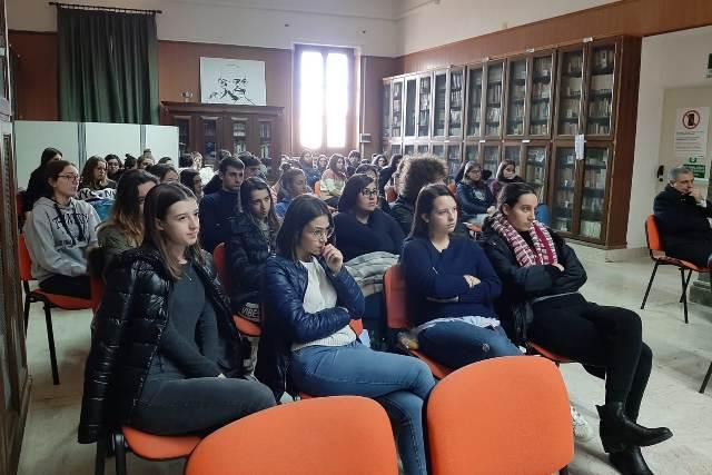 Liceo Classico Giovanni XXIII Marsala, cyberbullismo contro le violenze (4)
