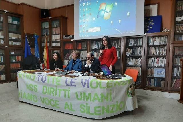Liceo Classico Giovanni XXIII Marsala, cyberbullismo contro le violenze (6)