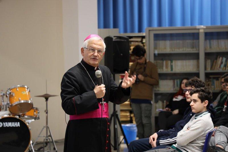 Vescovo Istituto Amico 1